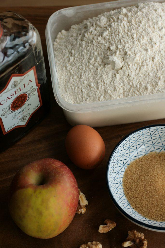 Apfelkuchen Walnüsse Rührkuchen Apfel Mandeln Amaretto einfacher Apfelkuchen krimiundkeks