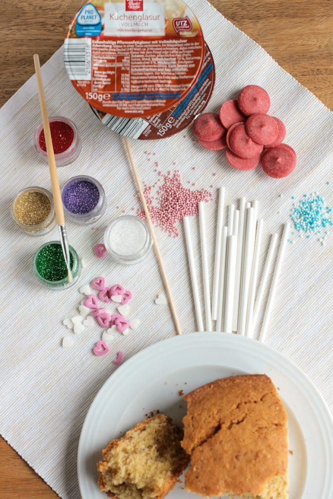 Cakepops Anleitung Rezept wie macht man Tutorial Rührkuchen Kuchen am Stiel krimiundkeks