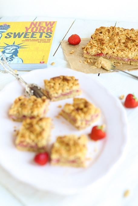 Erdbeer-Erdnuss-Schnitten Erdnuss Erdbeeren Peanutbutter Erdnussbutter New York Sweets Christian Verlag Backbuch krimiundkeks