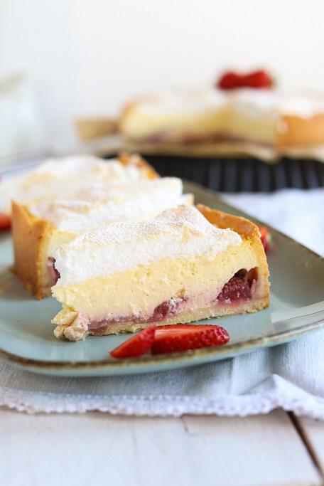 Erdbeer-Käsekuchen Käsekuchen Erdbeeren Baiser Baiserhaube Erdbeerkuchen Tränchenkuchen cheesecake strawberrycake krimiundkeks