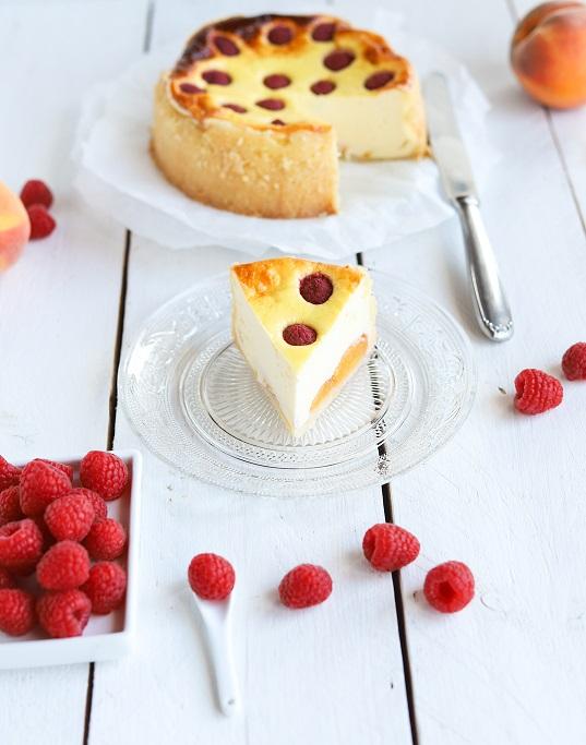 Pfirsich-Melba-Käsekuchen Käsekuchen Pfirsich Melba Himbeeren Pfirsiche cheesecake Mürbeteig Quark Dessert Klassiker Backrezept krimiundkeks fruchtig