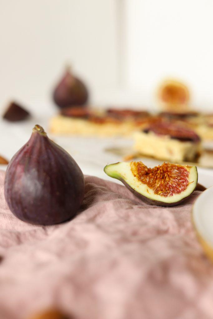 Blondies Mürbeteig Feigen weiße Schokolade Mandeln fruchtig figs white chocolate krimiundkeks