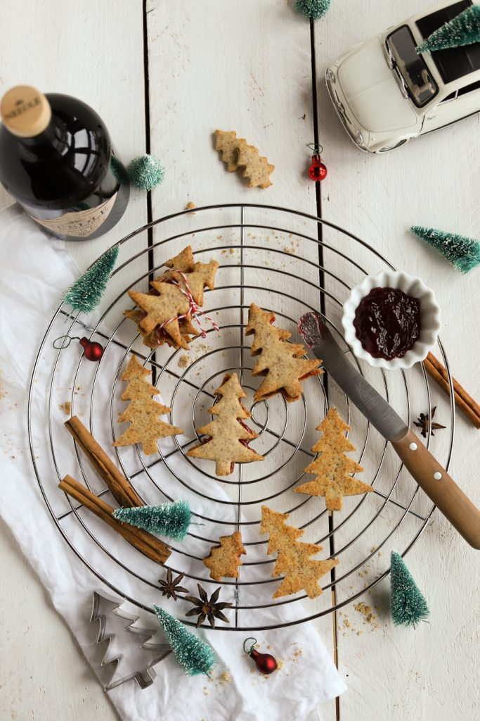 Needle Blackforest Gin Weihnachten Linzer Plätzchen Kirschen Gelee mit Alkohol krimiundkeks MÜrbeteig
