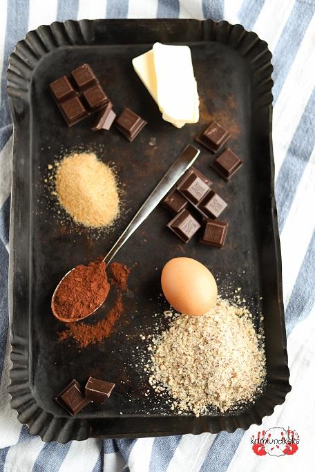 Brownies Brownie Nuss-Brownie Haselnüsse Schokolade Zartbitter nussig einfach Würfel Backrezept Brownie-Rezept krimiundkeks