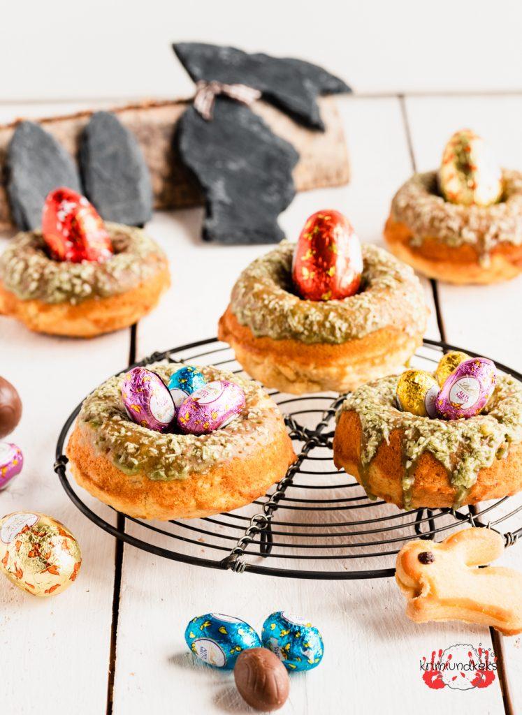 Osternest-Donuts Donuts aus dem Backofen Ostern Rührteig Kokos Eierlikör Matchatee krimiundkeks