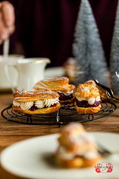 Eclairs Brandteig Weihnachten Glühweinkirschen Kirschen Sahne Liebesknochen Zimt