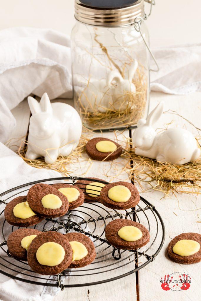 Backen für Ostern Osterei-Kekse Kekse Mürbeteig Osterei Kakao Eierlikör Zuckerguss krimiundkeks