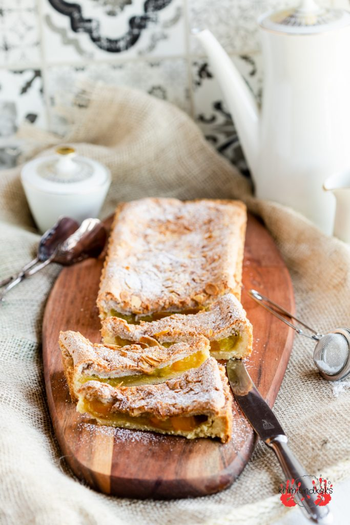 Rhabarber-Mango-Tarte Rhabarber-Tarte Mürbeteig Tarteform Baiser Mandeln Mango krimiundkeks