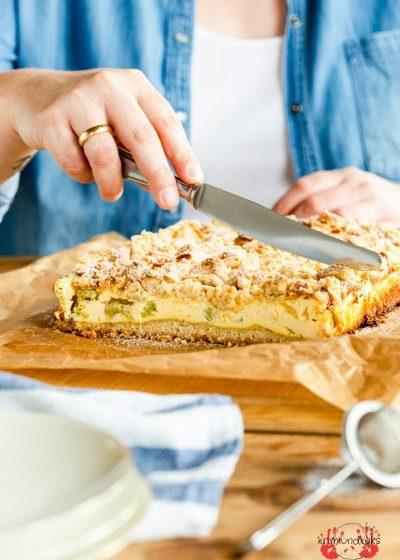 Rhabarber-Käsekuchen Rhabarber Käsekuchen Quark Streusel Mandeln krimiundkeks