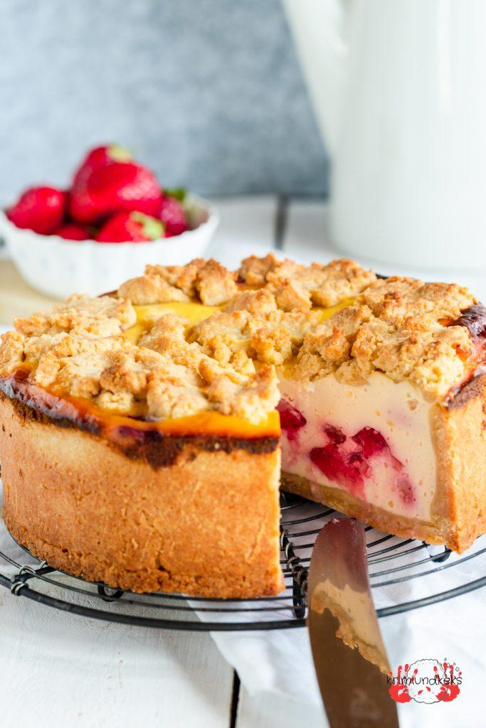 Erdbeer-Erdnuss-Zupfkuchen Erdbeeren Käsekuchen Beerensommer 2020 Quark Erdnuss Erdbeer Cheesecake krimiundkeks
