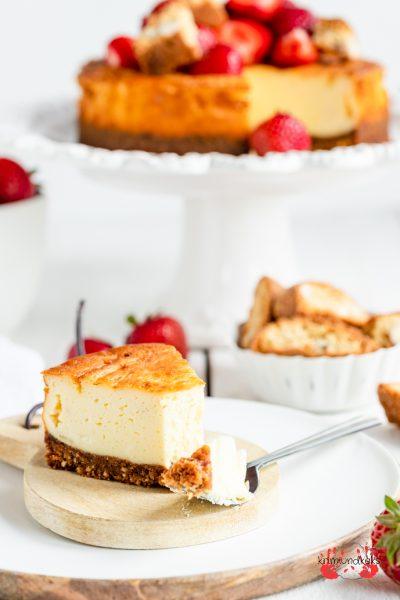 Erdbeer-Cheesecake mit Cantuccini Erdbeeren Käsekuchen Frischkäse Erdbeerkuchen Cantuccini krimiundkeks