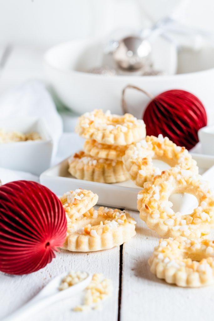 Weihnachtsbäckerei Plätzchen Weihnachtsplätzchen Dänemark Fløde Kranse Kringel Hagelzucker Weihnachten Rezept krimiundkeks