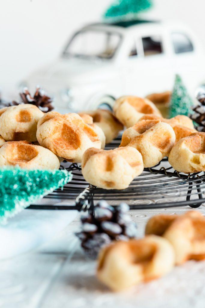 waffel-plätzchen weihnachtsbäckerei weihnachten plätzchen waffeleisen mürbeteig tonkabohne last-minute-plätzchen rezept krimiundkeks