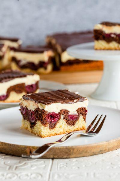 Donauwelle Donauwellen Stück Torte Sauerkirschen Buttercreme