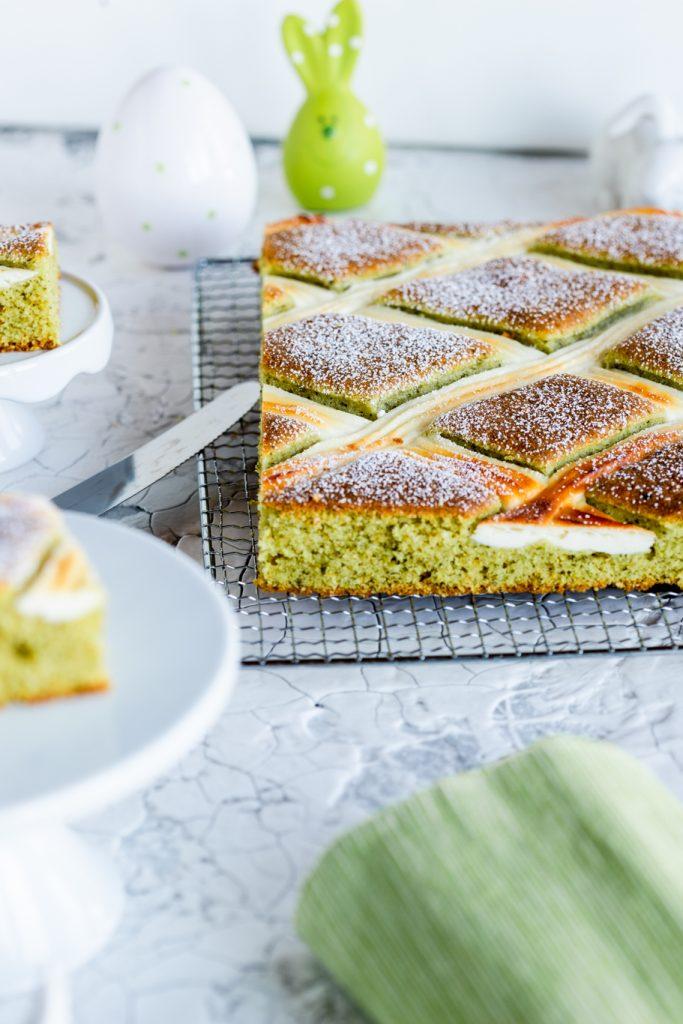 Steppdeckenkuchen Backen für Ostern Rührkuchen Käsekuchen grün Kürbiskern