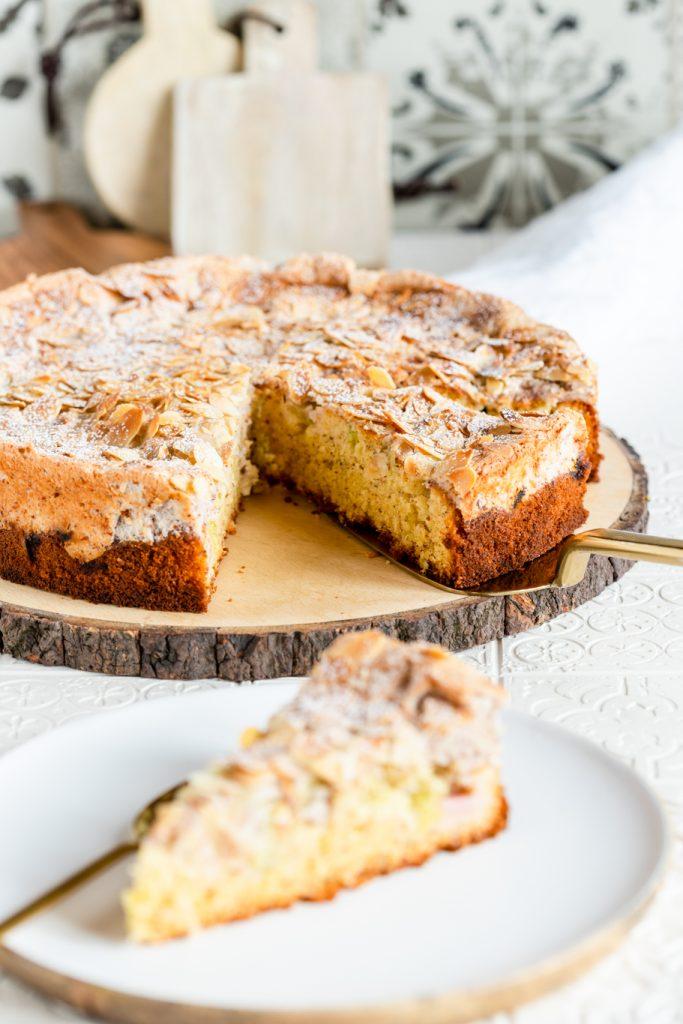 Rhabarberkuchen mit Portwein und Baiser Rhabarber Rührkuchen Baiser Mandeln Portwein krimiundkeks