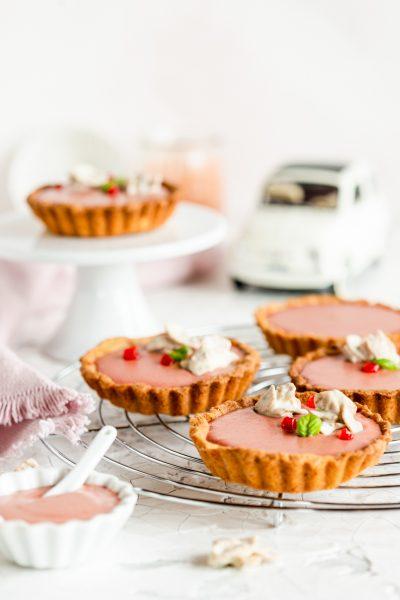 Erdbeer-Tomaten-Tartelettes Erdbeeren Tomate Mutti Parma Törtchen Mürbeteig krimiundkeks